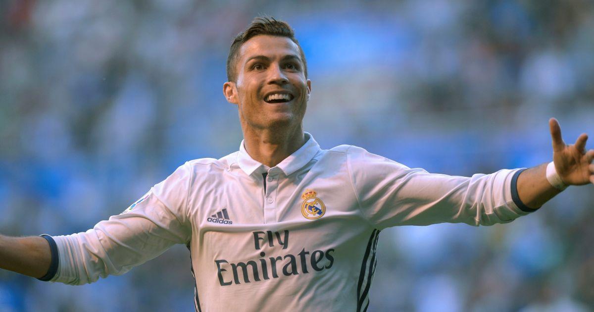 """Роналду отримав четвертий """"Золотий м'яч"""". Інфографіка досягнень португальця"""