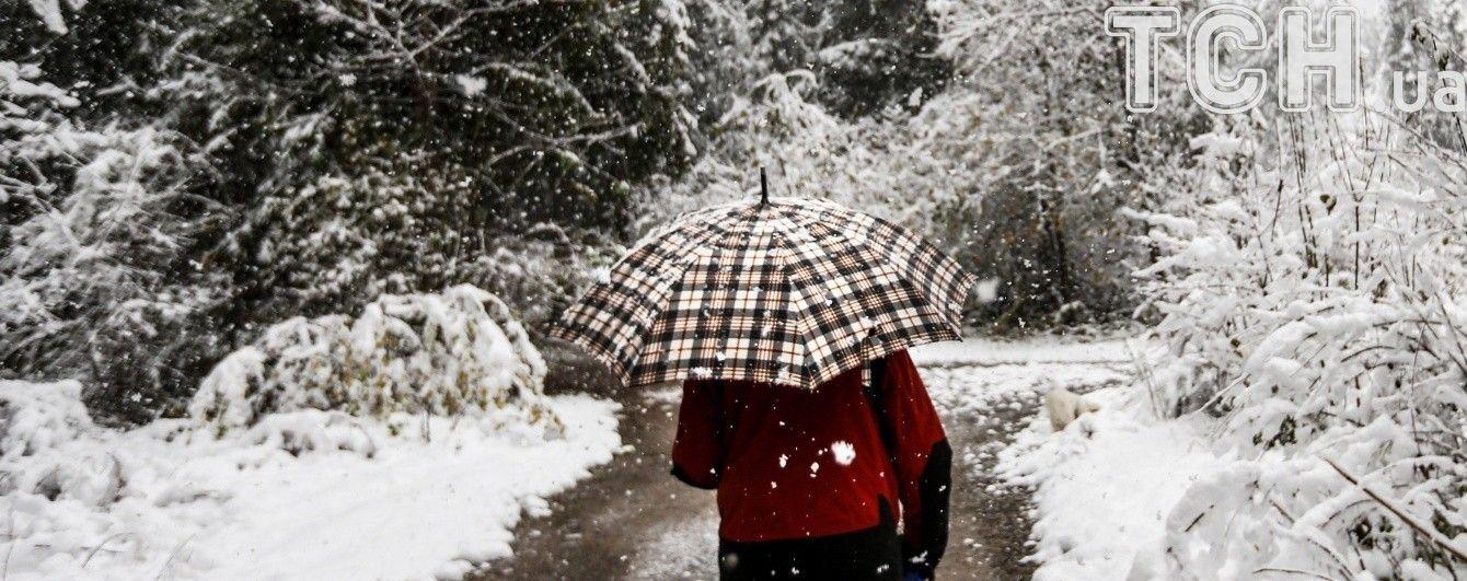 Сніжна неділя: рятувальники попередили про хуртовини, замети та ожеледицю