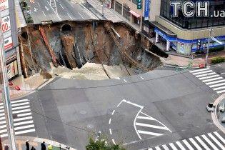 Японцы удивили мир чрезвычайно быстрым ремонтом гигантской дыры посреди шоссе