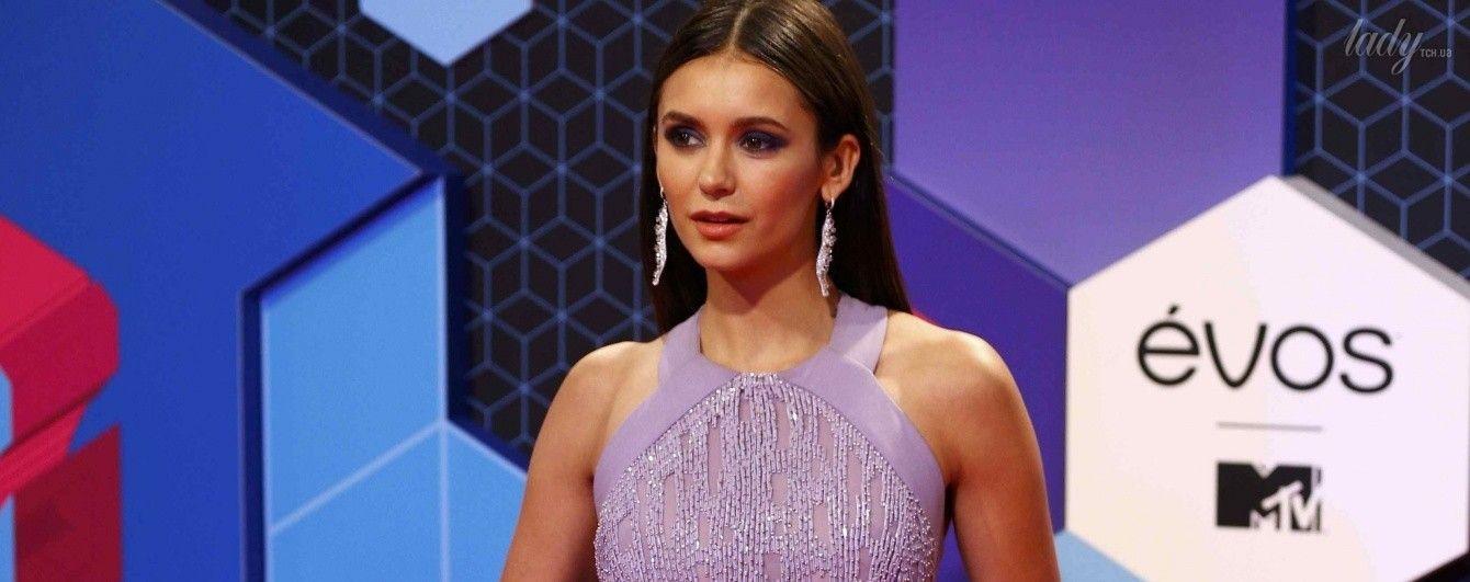 Нина Добрев пришла на церемонию MTV в красивом платье от Elie Saab