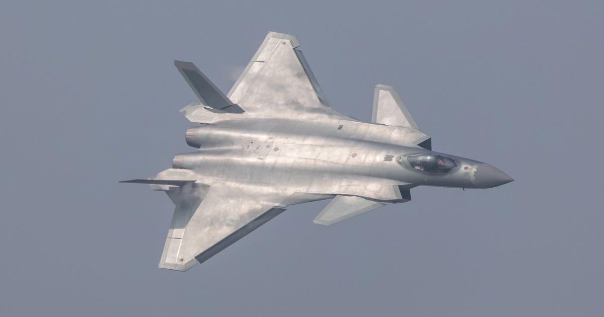 Китай представляє свій новий винищувач J-20 під час авіашоу в місті Чжухай, провінція Гуандун, Китай. @ Reuters