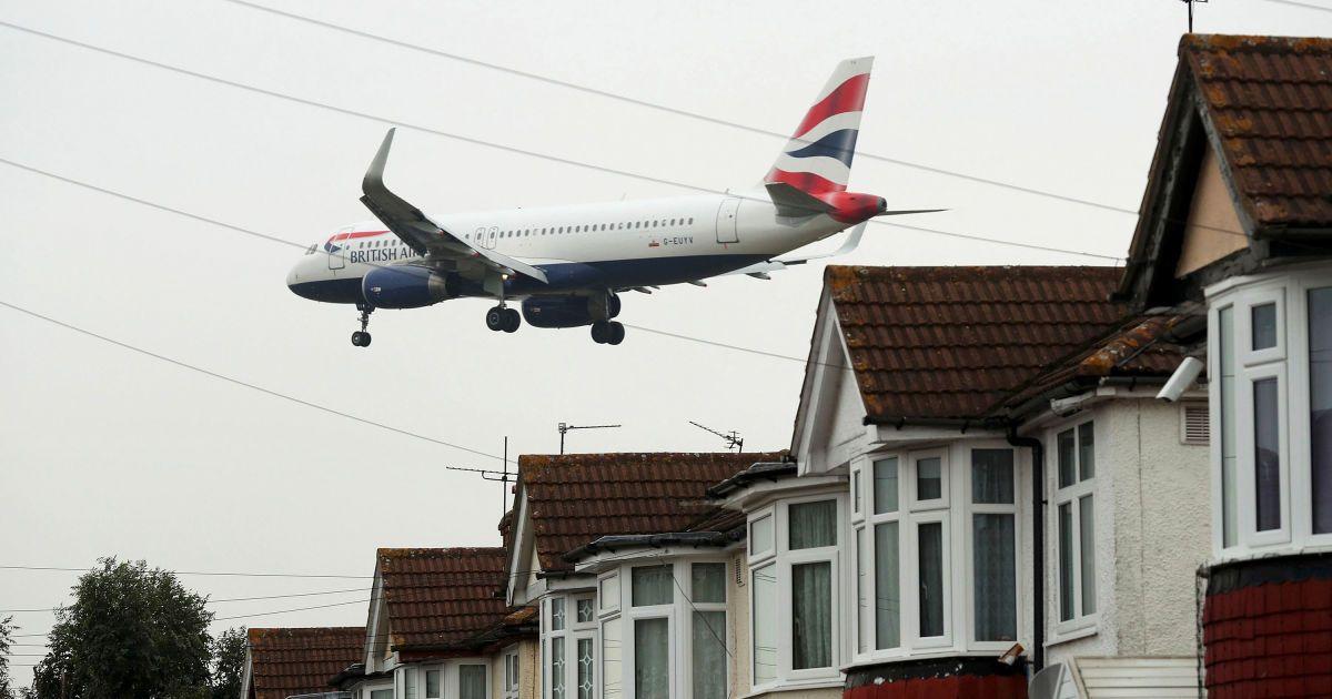 Літак йде на посадку в аеропорту Хітроу на заході Лондона, Великобританія. @ Reuters