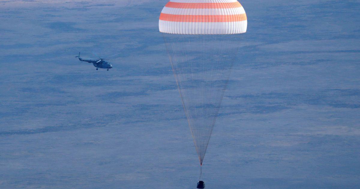 Команда складалася з російського космонавта Анатолія Іванишина, астронавта зі США Кейт Рубінс та їхнього японського колеги Такуї Оніші. @ Reuters