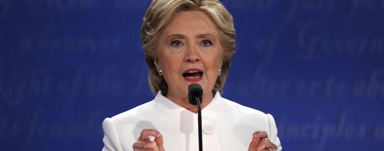 """Клінтон звинуватила Трампа у здатності розпочати """"справжню війну"""""""