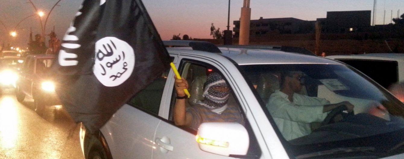 """У Мережі показали відео з безпілотника, як смертники """"ІД"""" підривають себе біля Мосула"""