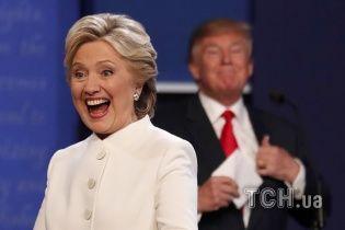 Клинтон сохранила отрыв в рейтинге от Трампа