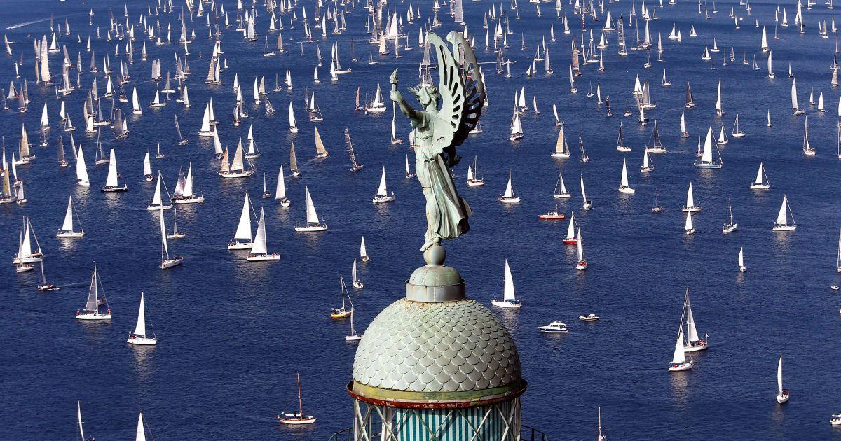 Вітрильники збираються на початку регати Барколана перед гаванню Трієсті, Італія. @ Reuters