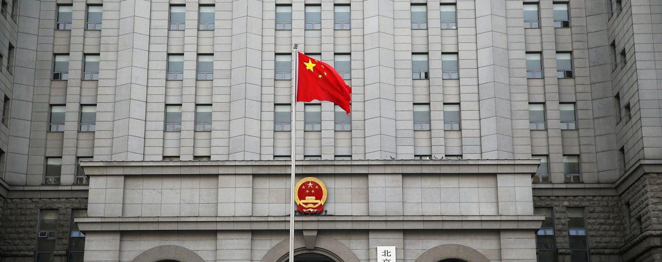 У Китаї партійного керівника засудили до смертної кари за мільйонні хабарі
