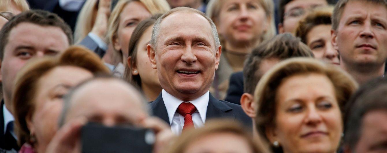 """Выборы президента в России превратят в """"референдум о доверии Путину"""" - Bloomberg"""