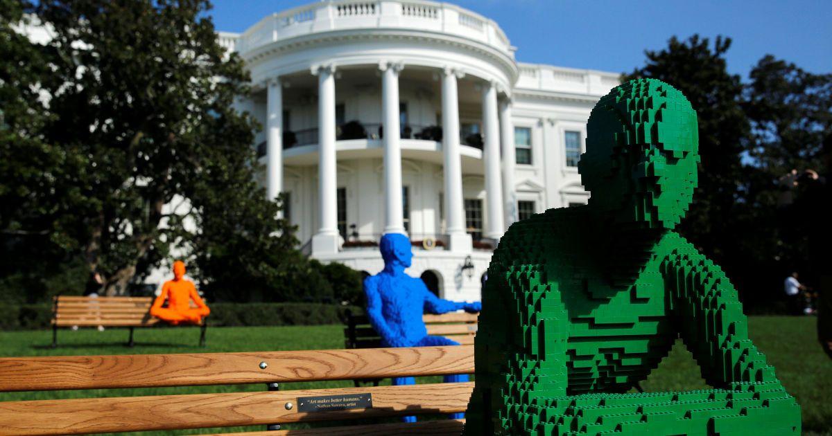 Статуї з конструктору LEGO під час фестивалю ідей і мистецтва у Білому домі у Вашингтоні, США. @ Reuters