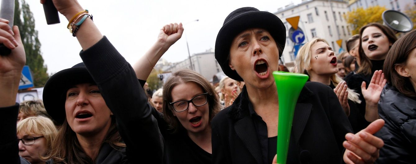 Після масових протестів влада Польщі відмовилася від ідеї заборони абортів