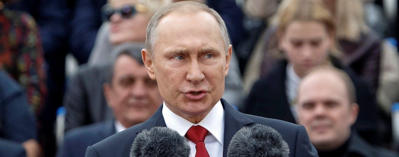 У Кремлі назвали причину, чому Путін не летить до Парижа