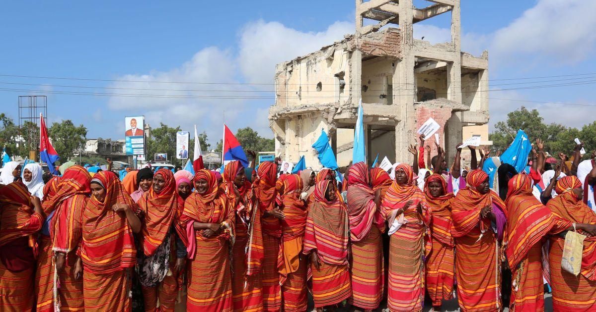 Сомалійські жінки під час акції протесту проти морської прикордонної суперечки з Кенією про права на розвідку і збір доходів від нафтових родовищ в Могадішо, Сомалі. @ Reuters