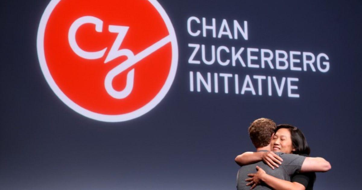 """Прісцилла Чан обіймає свого чоловіка і засновника Facebook Марка Цукерберга під час оголошення їхньої ініціативи """"вилікувати, запобігти або керувати всіма хворобами"""" до кінця сторіччя під час прес-конференції у Сан-Франциско, Каліфорнія, США. @ Reuters"""