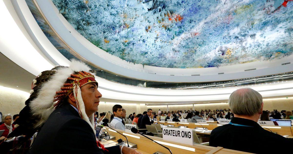 Дейв Арчамблаут Другий, вождь племені сіу, чекає на свій виступ з промовою проти нафтопроводу у Дакоті під час Ради з прав людини при Організації Об'єднаних Націй в Женеві, Швейцарія. @ Reuters