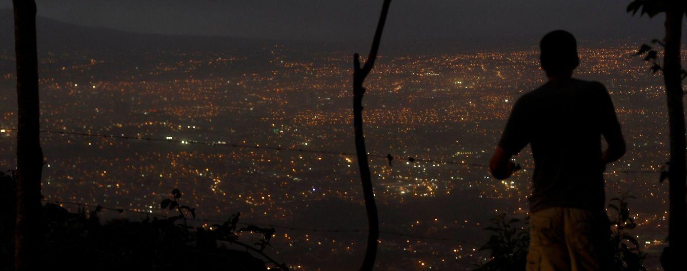 У Коста-Риці посеред ночі прокинувся потужний вулкан та паралізував країну