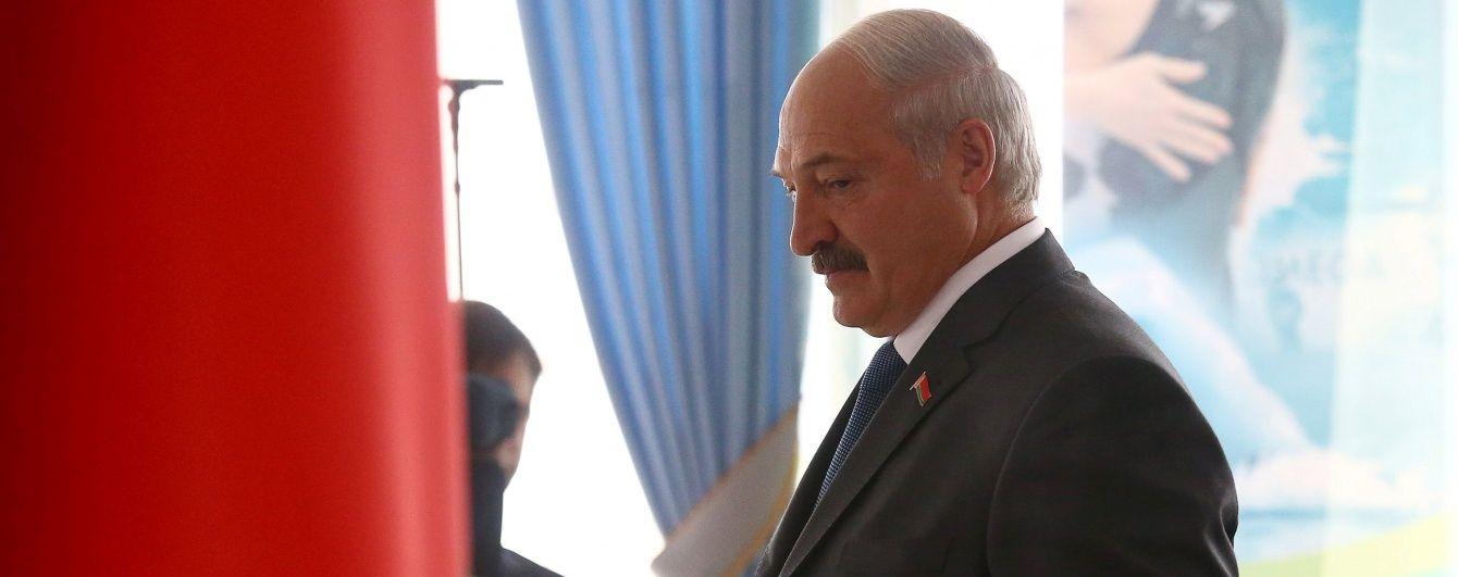 Бацька проголосував: у Білорусі з масштабними порушеннями обирають депутатів парламенту