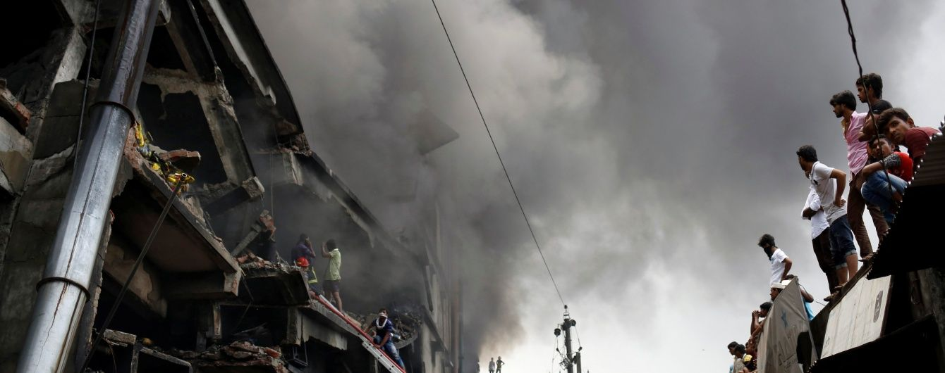 На заводі у Бангладеш сталася масштабна пожежа, щонайменше 15 людей загинули