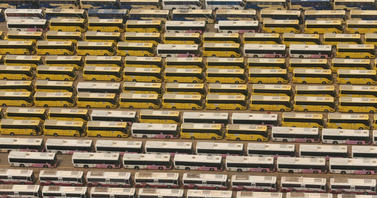 Автобуси, які будуть використовуватися для перевезення паломників під час хаджу в Мецці. Цього року хадж триватиме з 10 по 14 вересня. @ Reuters