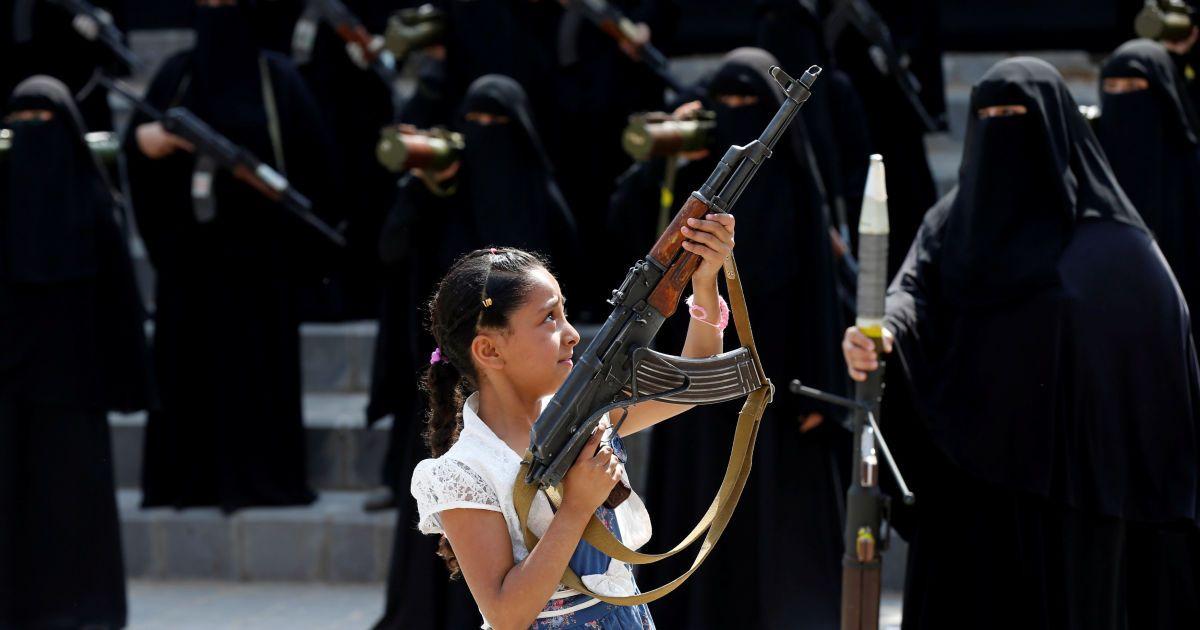 В Йемене вооруженные до зубов женщини с детьми вышли на улицы поддержать  власть (19 фото) 962b38055bd