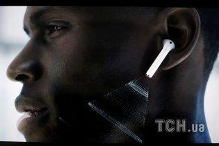 Новинка от Apple: беспроводные наушники Air Pods с управлением Siri