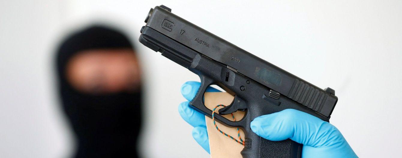 В Харькове полицейский отстреливался от матерщинников