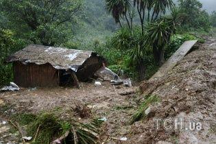 Изуродованные дома и грязь: в Мексике мощные ливни и оползни привели к смертельным последствиям