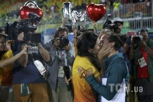 На Олимпиаде в Рио работница стадиона сделала предложение регбистке прямо на поле