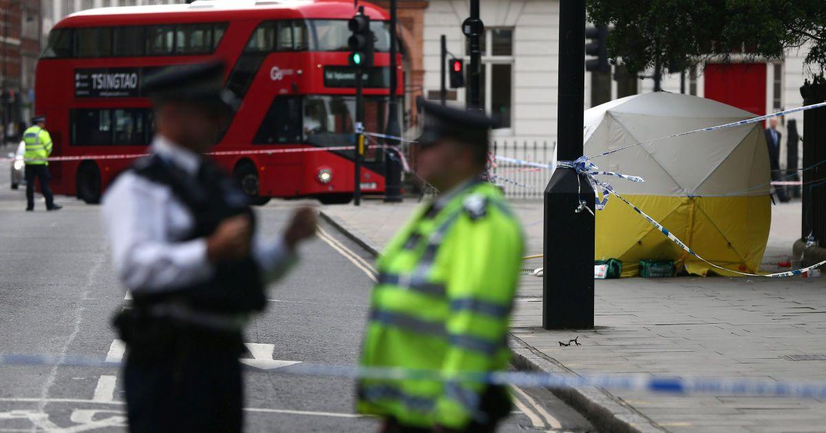 Намет судово-медичної експертизи на місці інциденту @ Reuters