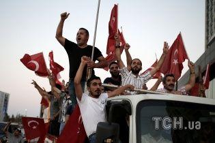 У Туреччині продовжили надзвичайний стан до 2018 року