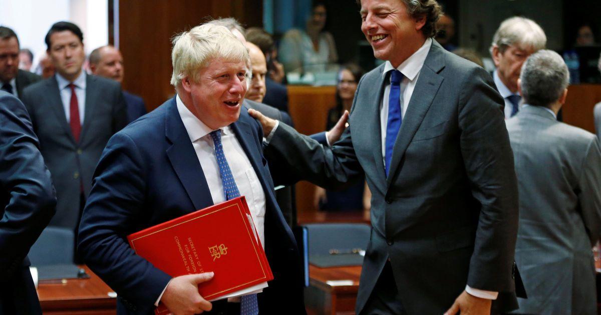 Джонсон і міністр закордонних справ Нідерландів Берт Кундерс