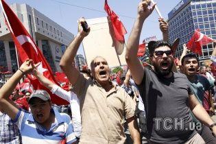 В Турции после попытки военного переворота отстранили почти 8 тысяч госслужащих
