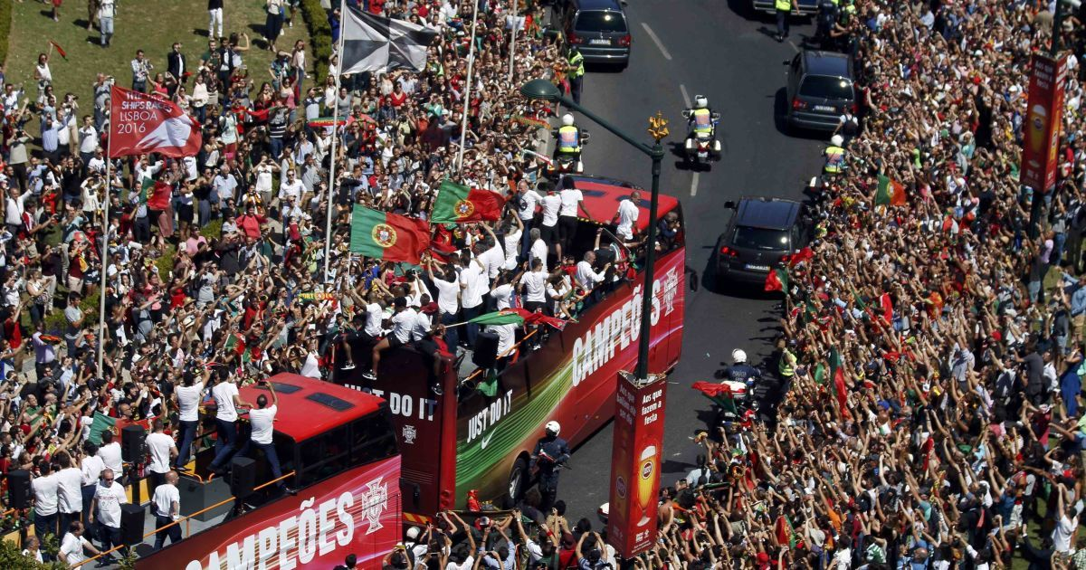 11 липня 2016 рік. Збірну Португалії зустріли на головнй площі Лісабона після перемоги на Євро-2016. @ Reuters