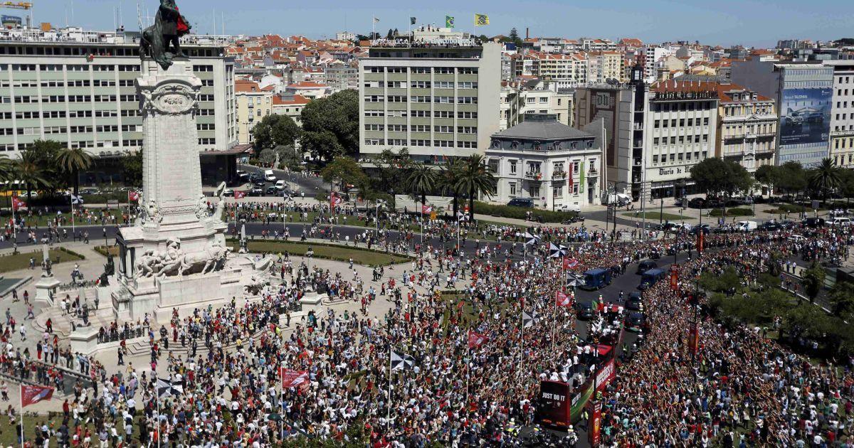 11 липня 2016 рік. Збірну Португалії зустріли на головній площі Лісабона після перемоги на Євро-2016. @ Reuters