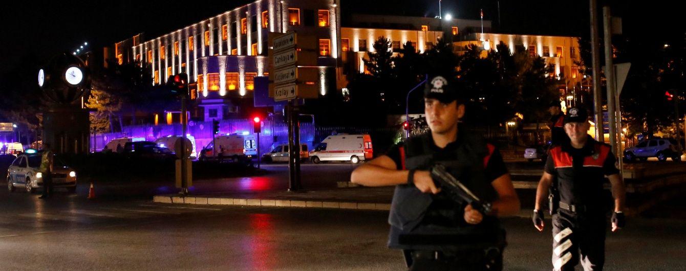 У Туреччині в результаті теракту біля поліцейського відділку загинули 17 людей