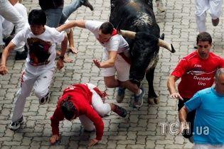 Безумное бегство от разъяренных быков и зрелищная коррида. Испанская Памплона празднует день города