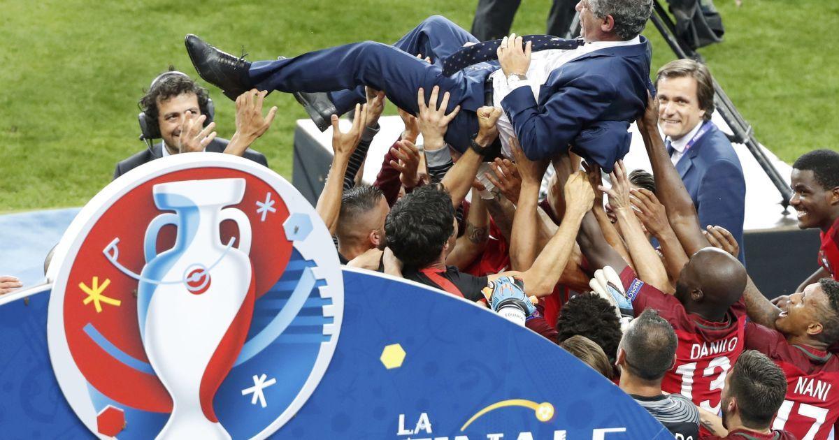 """10 липня. Сен Дені, """"Стад-де-Франс"""". нагородження збірної Португалії, яка стала чемпіоном Європи, перемігши команду Франції у додатковий час - 1:0."""
