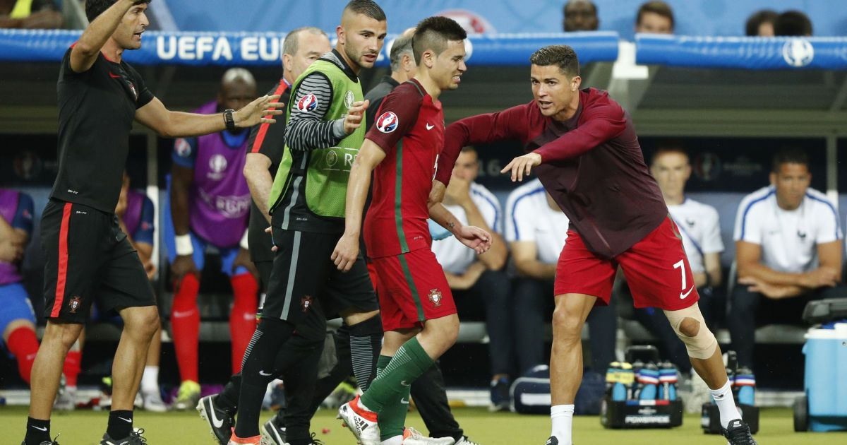 Кріштіану Роналду активно робив підказки партнерам по команді у фіналі Євро-2016. @ Reuters