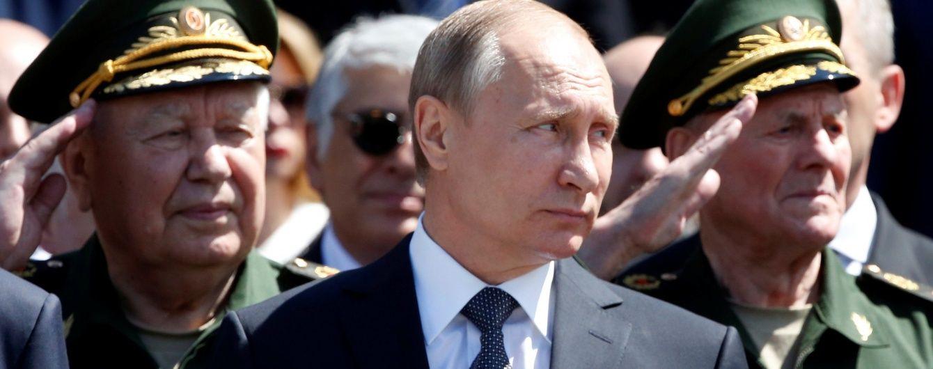 """""""Це безглуздо"""". Путін порадив не чекати від РФ виконання Мінських угод"""