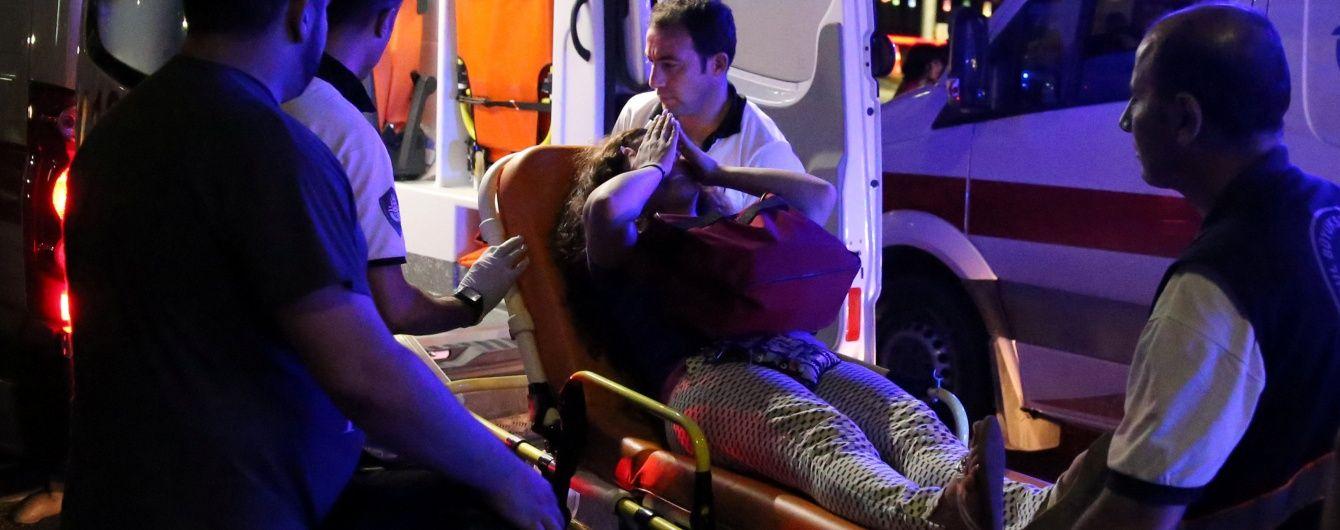 Кількість жертв теракту в аеропорту Стамбула зросла
