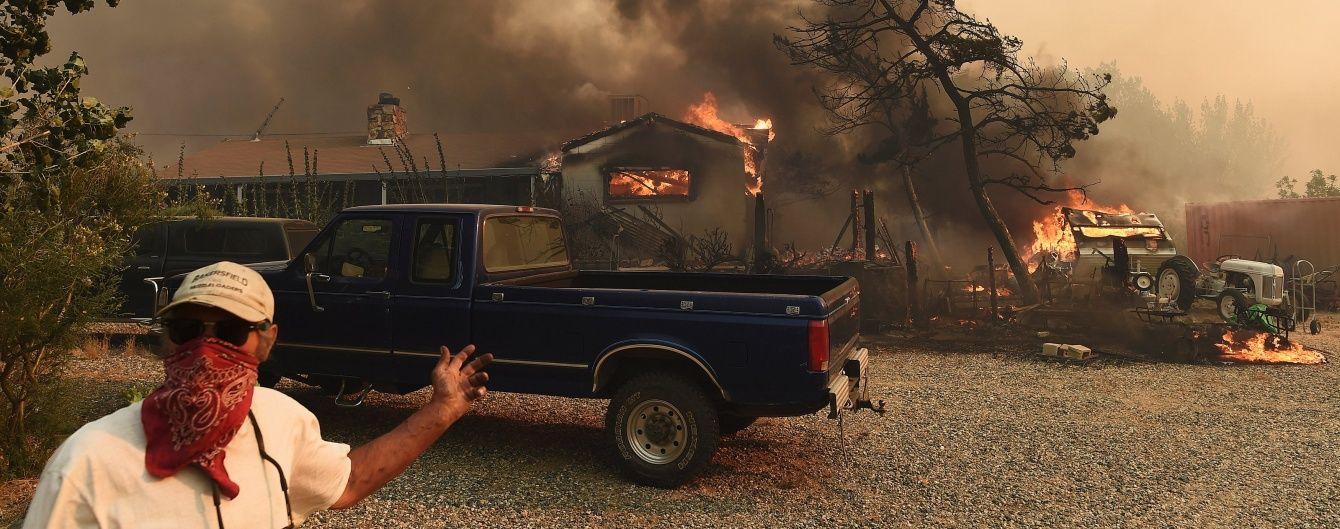 У Каліфорнії людей закликали втікати з помешкань, до яких прямує вогонь