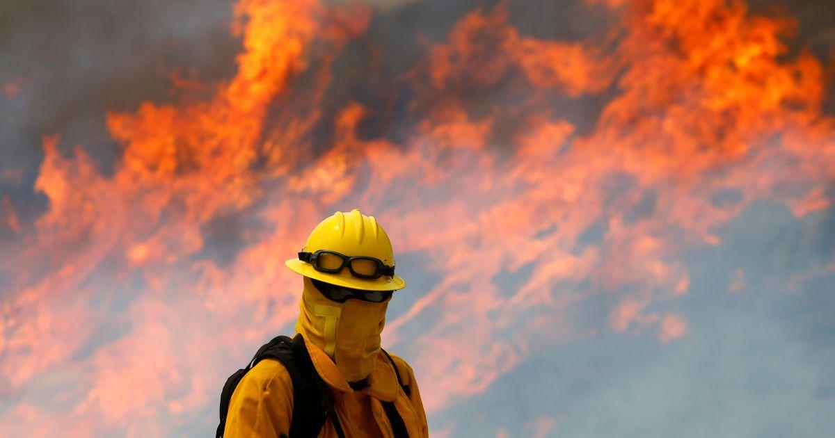 Лесные пожары атаковали два штата в США