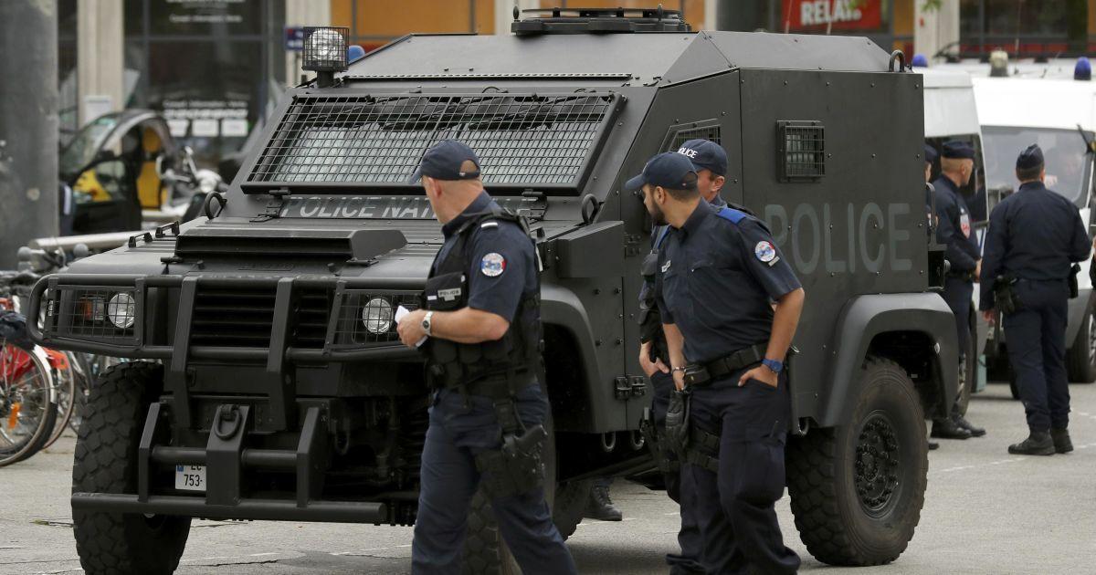 Убийца французского полицейского убил его жену и погиб сам