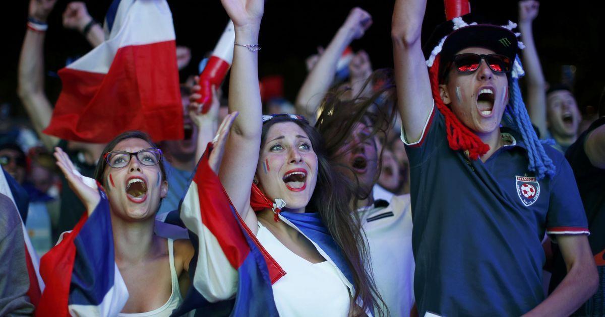 Дівчата-вболівальниці матчу-відкриття Євро-2016 Франція - Румунія @ Reuters