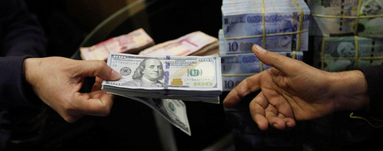 Після затяжних вихідних курс долара не змінився, а євро здорожчав. Інфографіка