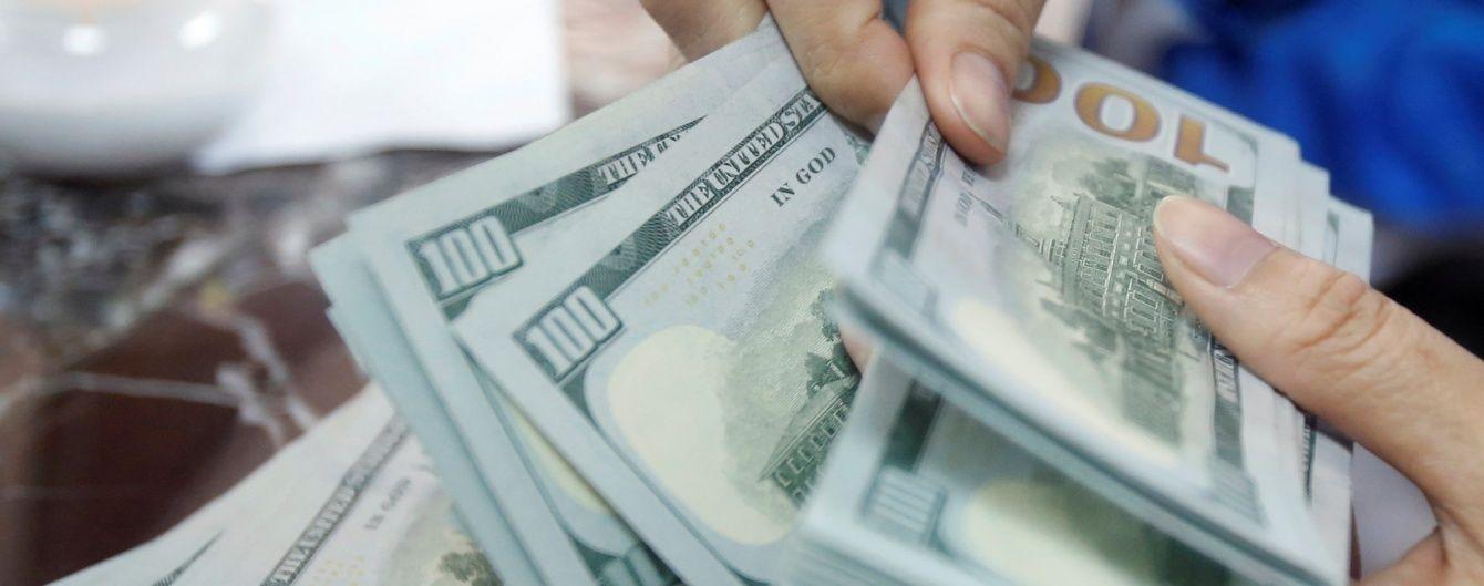 Долар здешевшав, а євро здорожчав у курсах Нацбанку. Інфографіка