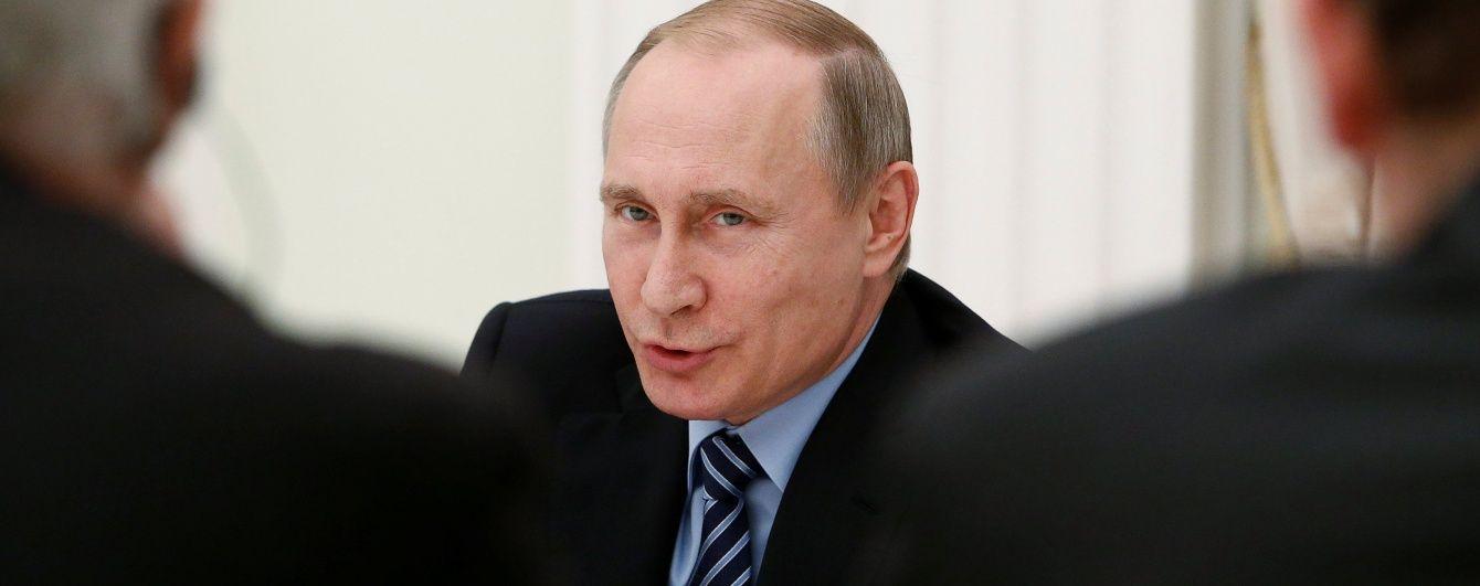 """Путін обіцяє стримати натиск перед """"мілітаристським чадом"""" НАТО"""