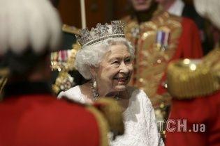 Королевская грация. Как британский монарх торжественно открыла сессию парламента