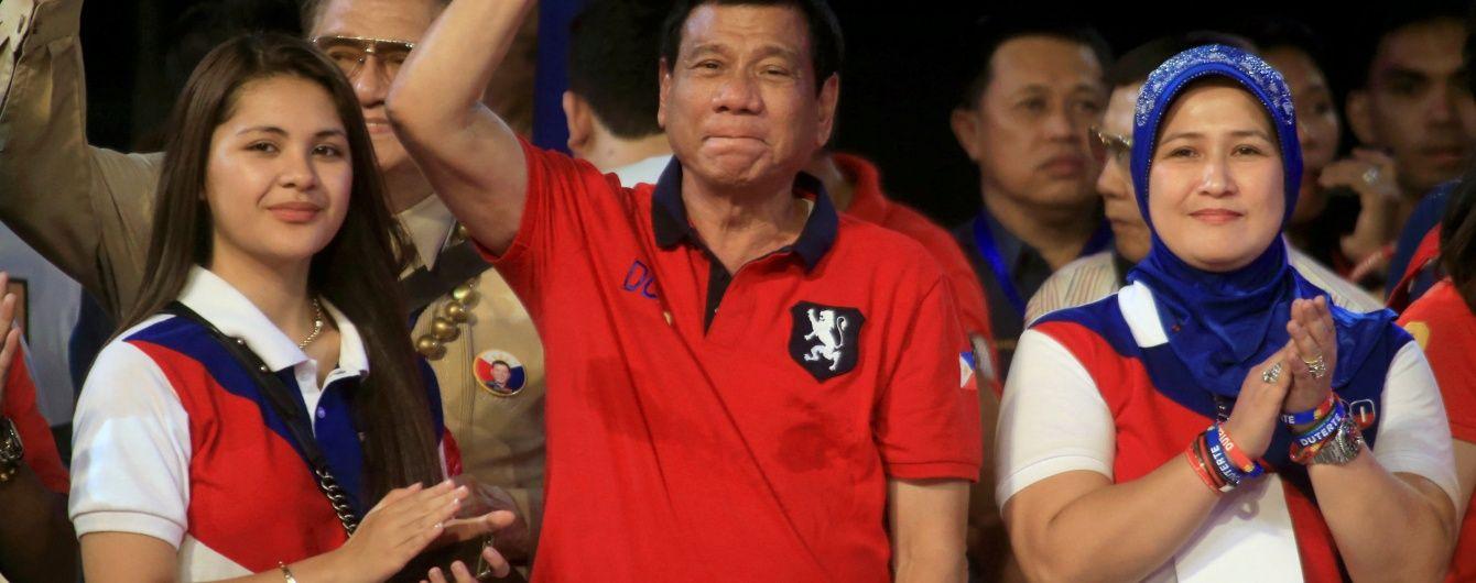 Президент Філіппін обіцяє ввести смертну кару і розстрілювати на місці підозрюваних