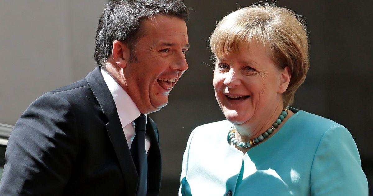 Прем'єр-міністр Італії Маттео Ренці вітає канцлера Німеччини Ангела Меркель в палаці Кіджі у Римі. @ Reuters